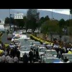 Papa Francisco cambia de vehículo y sube al papamóvil #FranciscoEnEcuador http://t.co/sLPQJgPMKi /Teleamazonas
