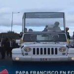 . @Pontifex_es ya está en el papamóvil recorriendo las calles de #Quito #FranciscoenEC @Gamanoticiasec http://t.co/fEzkjWxtjB