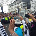 """#Ecuador: """"@fabriciovelav: El Papa ha pasado por la Av. Los Granados, desatando la emoción de sus seguidores http://t.co/lnl2yUbgOi"""""""