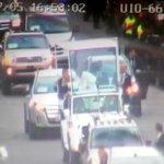 ATENCIÓN: @Pontifex_es recorre av. Granados hacia 6 de Diciembre en Papa Móvil. Se da seguridad por videovigilancia http://t.co/u4eYZu53ik