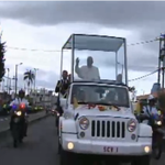 #PapaMovil se dirige por la Av. 6 de diciembre #FranciscoEnEc http://t.co/Uypqvuqif0