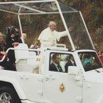 .@Pontifex_es camino a la avenida 6 de diciembre en #Quito. #PapaFranciscoEnEcuador http://t.co/vrRU2nbTyO