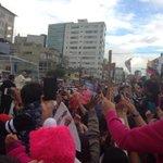 Acaba de llegar @Pontiflex_es a #Nunciatura #Quito Luego de su paso la gente grita #FueraCorreaFuera http://t.co/RctcrKp15m