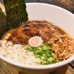 【混乱】どう見てもラーメンな豚骨ベースのカレー!池ノ上「Biff」 http://t.co/PIWDwP2JiV ルーは豚骨や香味野菜を1日かけて煮出したもの。カレーとラーメン、日本人の2大好物が夢のコラボだっ! http://t.co/257QDb4FOk