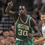 BREAKING: Brandon Bass agrees to sign with the Lakers in free agency. http://t.co/qg5fX1orAV http://t.co/IrkbgETay4