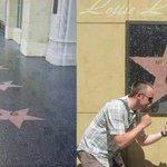 نجمة الملاكم محمدعلي كلاي بممشى المشاهير الوحيدة المعلقة بدلاً من وجودها على الأرض وذلك لأنه رفض أن يداس اسم محمد! http://t.co/nhnjgJ3AS5