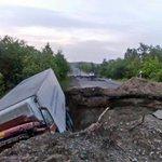 В ночь на воскресенье на 376 км комсомольской трассы в яму провалилась фура, водитель госпитализирован http://t.co/zMN1DZLNTJ