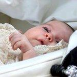 英国の #シャーロット王女 が洗礼式、2度目のお目見え http://t.co/Rlj1cKR83O  関連ビデオはこちら http://t.co/unUTbIO9kd http://t.co/m0j3J44udc