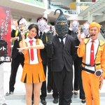 「ULTRAMAN」6巻記念、ゼットン星人が休日の川崎で家族連れとハイタッチ http://t.co/8XXvltvxjC http://t.co/PjDqOcXTX5