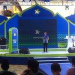Chief service management officer, Bp.Ongki Kurniawan memberikan sambutan & ditutup dengan pantun sasak :) #4Goodness http://t.co/oHEAA5GZks
