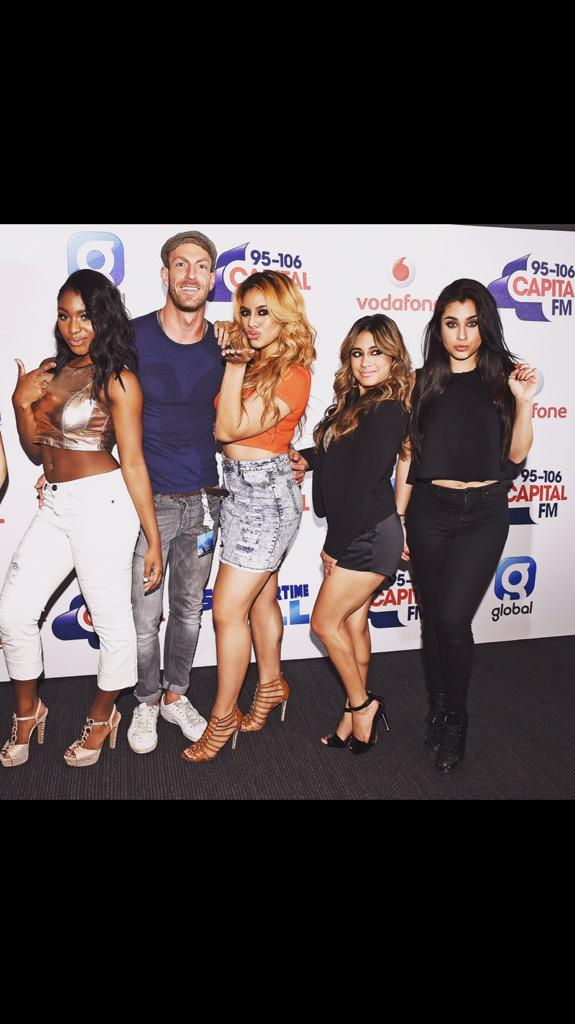 The new single by these lovely ladies @FifthHarmony - Worth It (feat. Kid Ink) is out now - https://t.co/BynvF2Ckp7 http://t.co/5S2px6XJDZ