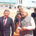 Hello Uzbekistan! I thank PM Shavkat Miromonovich Mirziyoyev for the warm welcome in Tashkent. Wonderful being here. http://t.co/ixrBA0KjZ0