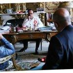 On a décortiqué la photo de Hollande gérant laprès-référendum grec > http://t.co/AL1XCICyJg http://t.co/pYU8eSDaaZ