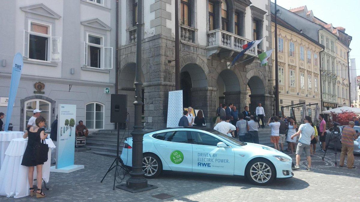 #RWE Go & See Tour 2015 startet mit Pressekonferenz vor dem Rathaus im slowenischen Ljubljana @we_are_rwe http://t.co/stAeiKy7GX