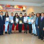 Periodistas de El Oriental fueron condecorados #Especiales http://t.co/lHMcsHqt8a  http://t.co/OxCniNycU4