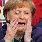 -arrh, je suis dégoûtée, cest une katastophen -le référendum grec? -nan, je dîne avec Hollande #Varoufakis #Tsipras http://t.co/wheWsEJZr8