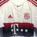 Le nouveau maillot extérieur 2015/2016 du Bayern Munich ( trikot #FCBayern ) ! Les photos là : http://t.co/chroSZwdVO http://t.co/8g1Qh9zlTO