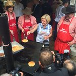 Not her first rodeo! @RachelNotley knows how to flip pancakes! #Stampede2015 #yyc #ableg http://t.co/wcrnxaoJAg