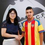[#Transfert] OFFICIEL !! Zakaria Bakkali vient de signer 5 ans à @ValenciaCF_FR ! http://t.co/WZvlsT1wNa
