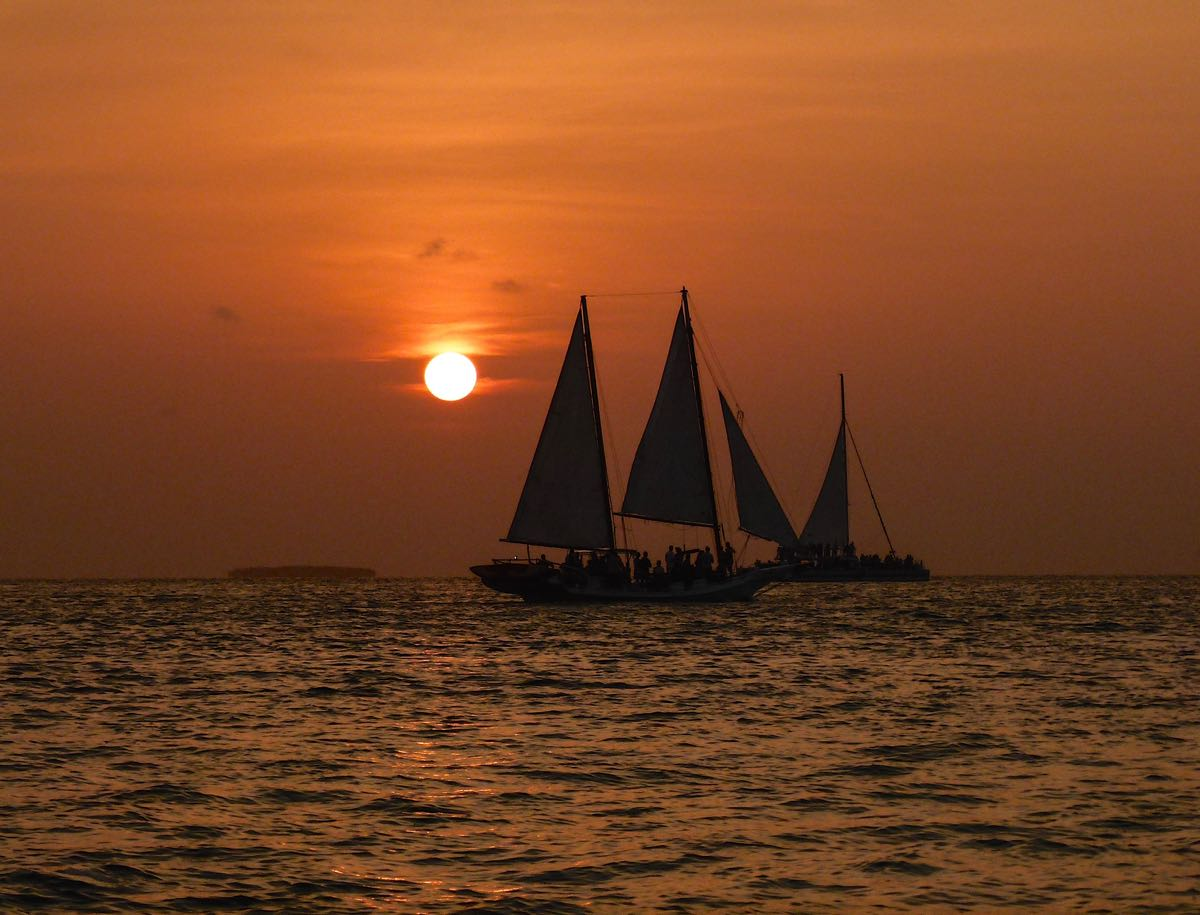 Watching a sea battle at sunset. 5 funky things to do in Key West: http://t.co/V5eUWjiJ4Z #travel @thefloridakeys http://t.co/fqMJYQa1tC