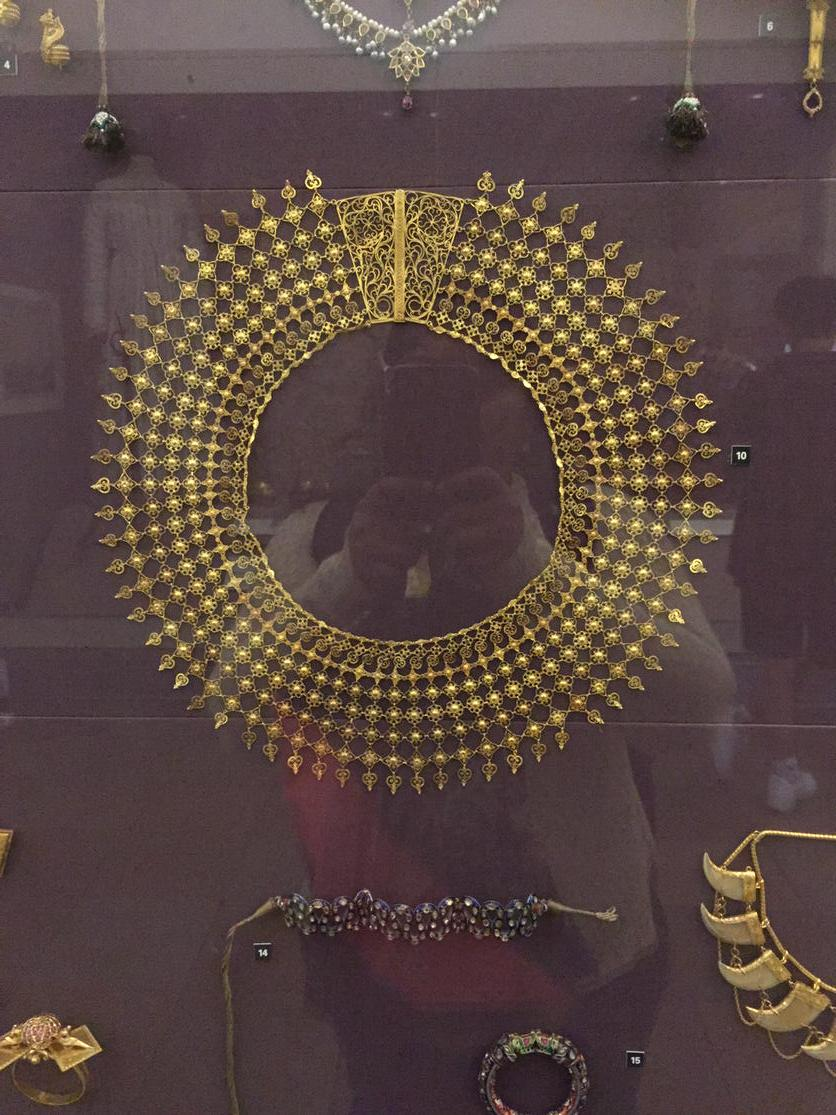So what are we mallus known for in c.1850 you think? That's right! Gold work!! Made in Calicut. At the V&A. http://t.co/jcrp3D20Nw