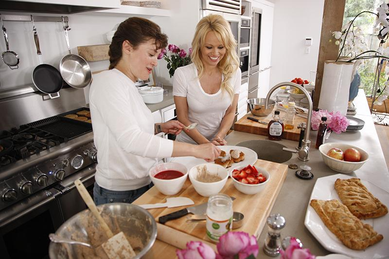 I've been working on a little sexy vegan cooking show from home http://t.co/lkyBr4nBC1 http://t.co/lFFXwCibhS