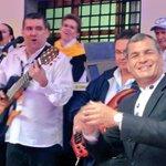 """""""Bienvenido, bienvenido, Papa Francisco, bienvenido"""", cantan SP @MashiRafael y @Damiano_Ecuador en Carondelet. http://t.co/6MiDTAGMT2"""