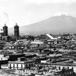 Vista del Horizonte de #Puebla a finales de la década de 1930. En 1°plano se observa el Teatro Principal en ruinas. http://t.co/yvIP7kKxjB
