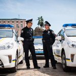 Київські патрульні оштрафували народного депутата і не дали дівчині вбити себе►http://t.co/L8GQ0AYX7F #kyivpolice http://t.co/00jiQiMM4E
