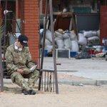 Америк. журналист Нолан Петерсон снял сегодня, как руфер #Mustang Wanted читает #ДжекЛондон в #Широкино #Украина #АТО http://t.co/Sut0gNVDyr