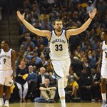 THIS JUST IN: Marc Gasol & Grizzlies agree to 5-year deal worth an estimated $110 million. (via @ESPNSteinLine) http://t.co/PRKadnnqh3