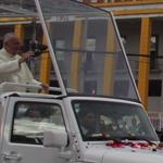 El Papa Francisco [@Pontifex] llegó a #Quito, Ecuador. #NotimexTV http://t.co/4Pj5fQA94q