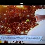 [Histórico]. @Pontifex_es saluda a la multitud en la Plaza Grande #EcuadorTeAbraza @EcuadorTV @MashiRafael @35PAIS http://t.co/n0bEIPvzqd