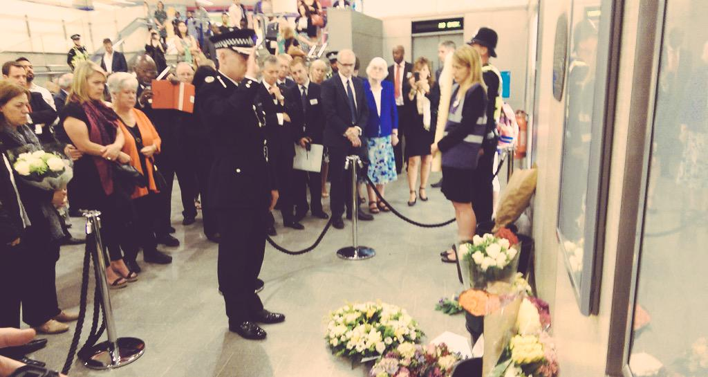 At King's Cross, we remember. #sevenseven http://t.co/h7WVw1hrFc