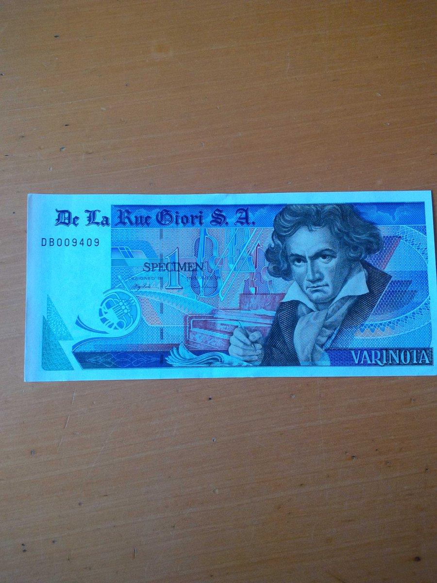 Ecco cosa può usare la Grecia se esce dall'euro! Le riconoscete? http://t.co/ZC38Hk8bpZ