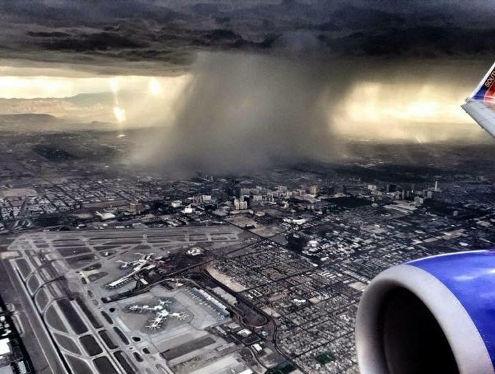 .@SouthwestAir passenger Dave Hegwald shared this photo of last night's weather over @LASairport. #vegasweather http://t.co/KgdUD9utfz