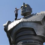 Good to be working with an old friend. See #TheIronGiant at #SDCC & learn more about the #SignatureEdition #rerelease http://t.co/AMrSeeJQVY