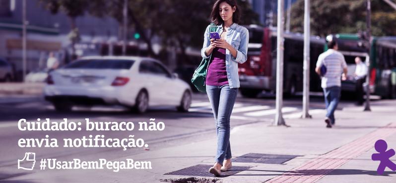 Andar e teclar? É melhor prestar atenção só no caminho ;) Celular, #UsarBemPegaBem http://t.co/41NKOmfN6J
