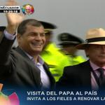Pdte. @MashiRafael llega al #ParqueBicentenario para la misa campal que oficiará el #PapaFranciscoEnEcuador http://t.co/iPxcZKubvN