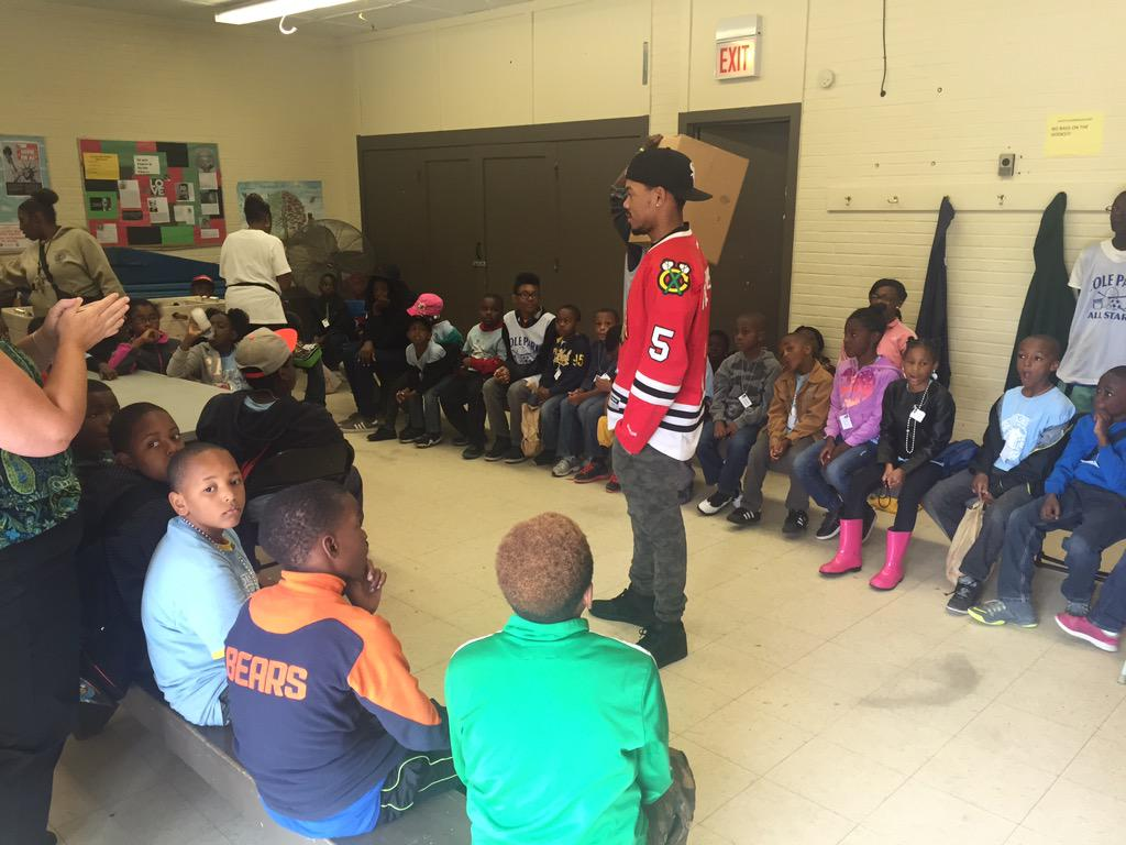 MT @MalcolmLondon: @chancetherapper & @OpenMikeChicago @ #ColesPark taking @ChicagoParks kids on trip 2 @FieldMuseum http://t.co/IjnjpeoFvr