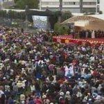 Docentes, estudiantes y público en general aplauden a Francisco en la Católica ► http://t.co/pLKzI5pIPV http://t.co/KLQ3OWVDIH