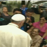 #PapaFrancisco en su arribo a Pontificia Universidad Católica de Ecuador #FranciscoenEcuador @MashiRafael http://t.co/ALr6THYmrD