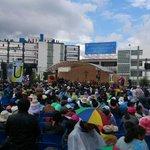 Miles de personas esperan a #PapaFrancisco en la #UCatólica de #Quito http://t.co/Dt2NHxTBKg
