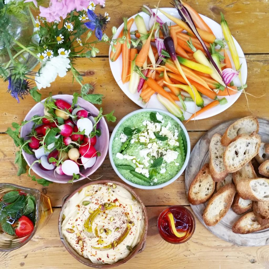 RT @Clerkenwell_Boy: Beautiful dishes & cocktails for tonight's #SummerSalads Feast @JamieOliver HQ ???????????????????? https://t.co/UIGOqGEj19 http://t.…