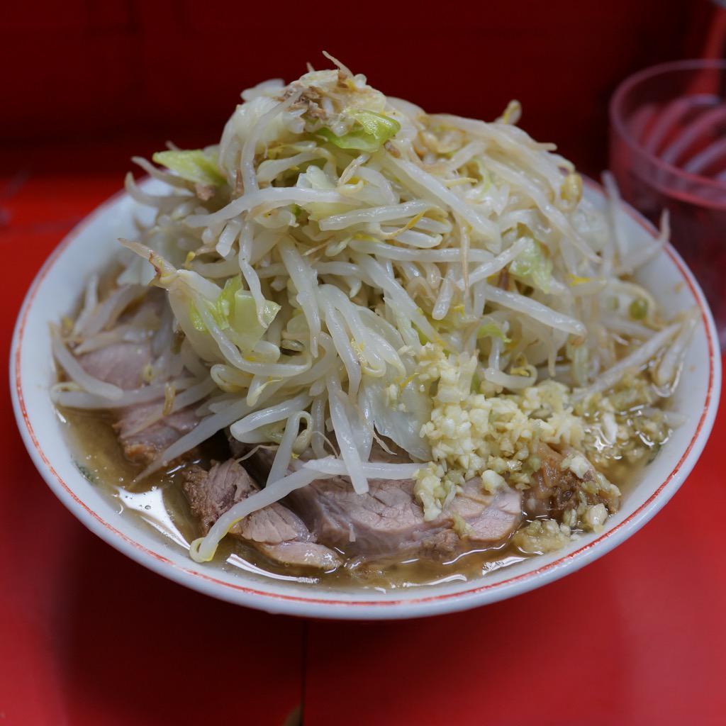 ほぼ毎日ラーメン二郎を食べている人、朝から三田本店で完飲