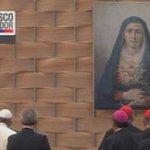 Con un rezo a la Dolorosa el Papa termina su visita a la Universidad Católica ► http://t.co/pLKzI5pIPV http://t.co/JNSlzOpr8u