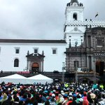 Papa Francisco se encuentra en este momento en la Iglesia San Francisco del centro de #Quito #FranciscoenEcuador http://t.co/4rypKiylCU