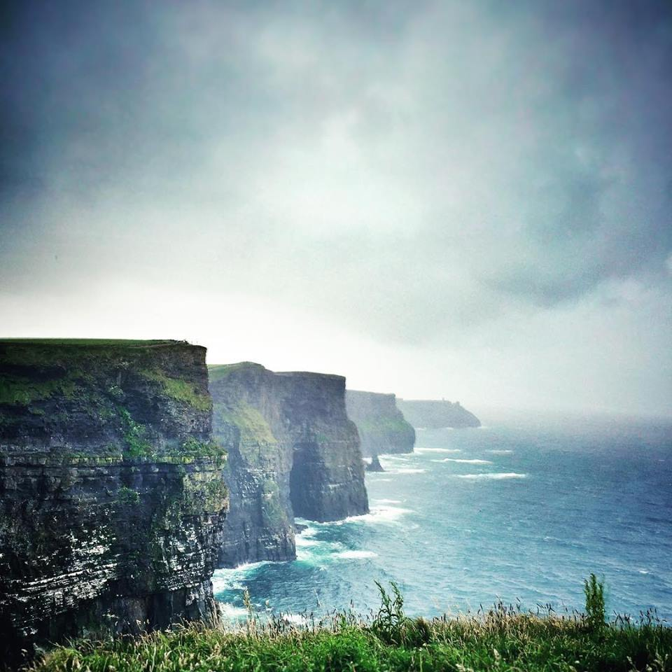 The Cliffs of Moher seem to quiet your mind, allowing you to simply focus on the beauty before you. #LoveIreland http://t.co/cjPRFAByDY