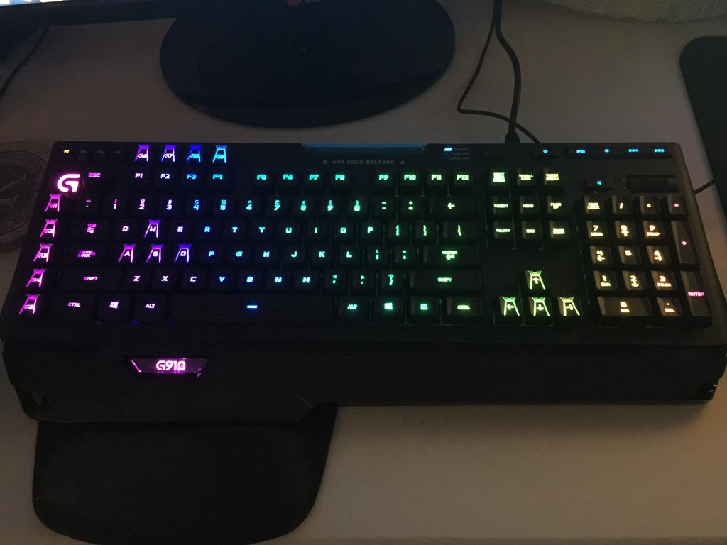 Did I mention how sick my new keyboard is? @LogitechG @Cloud9gg http://t.co/uXHgafMTJG