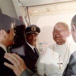 #Histórico recuerdo de visita de #JuanPabloII a #Ecuador en 1985. Documentos de @aviatorcharlie http://t.co/O1oAgvnVzP